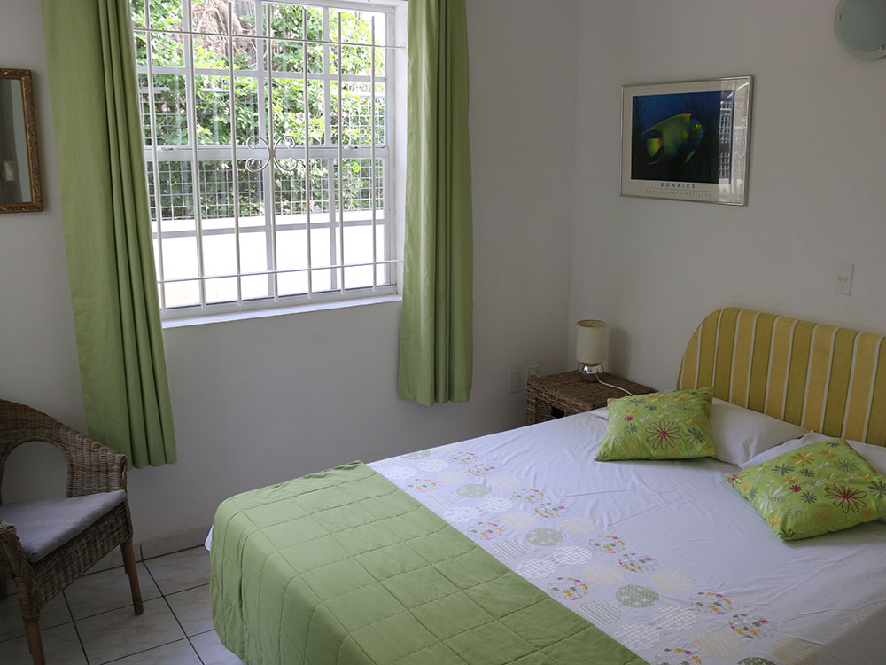 green bedroom2